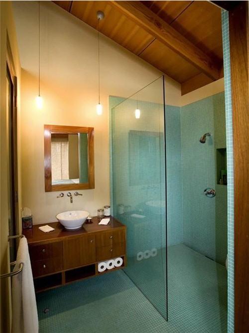 Guest Bath Suite