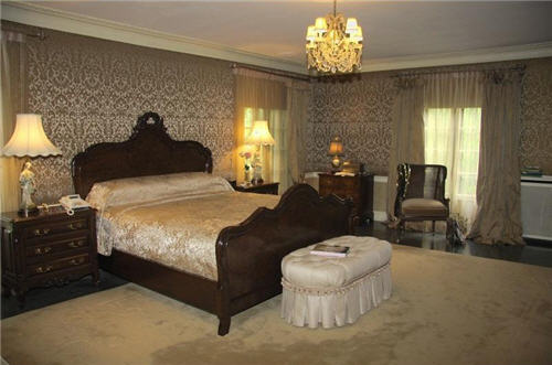 Charmant Master Bedroom