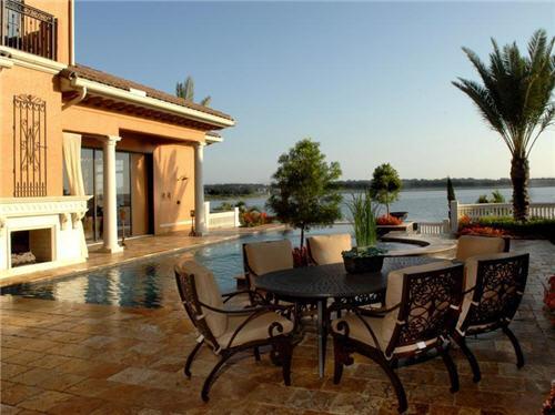 $5.3 Million Palazzo del Lago in Monteverde, Florida
