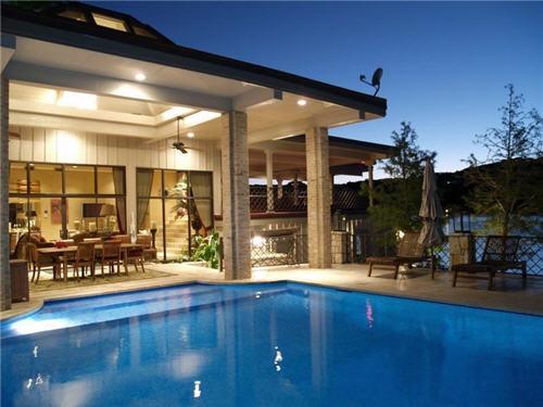 12-million-lake-luxury-estate-in-austin-texas-17