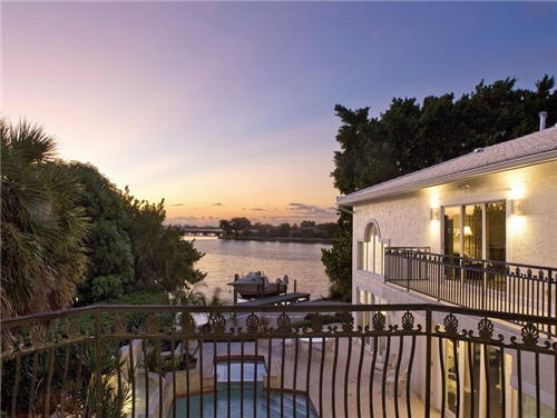 $3.8 Million Sleek Estate in Sarasota Florida 17