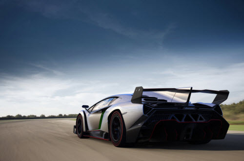 Lamborghin-Veneno-Rear-Driving