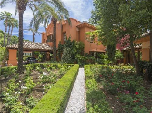 $18 Million Prestigious Mediterranean Villa in Spain 10