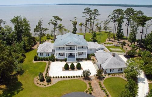 $1.9 Million Greek Revival Estate in North Carolina 2