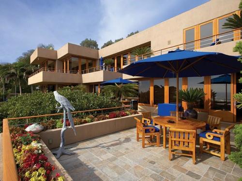 $29.9 Million Luxurious Oceanfront Retreat in Laguna Beach California 4