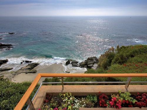 $29.9 Million Luxurious Oceanfront Retreat in Laguna Beach California 8