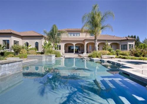 Exquisite Vineyard Estate in California 12