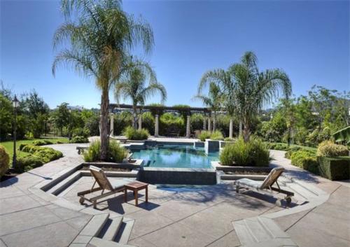 Exquisite Vineyard Estate in California 14