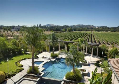 Exquisite Vineyard Estate in California 15