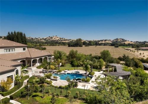 Exquisite Vineyard Estate in California 2