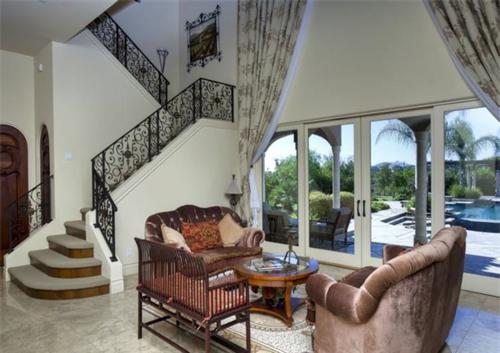 Exquisite Vineyard Estate in California 8