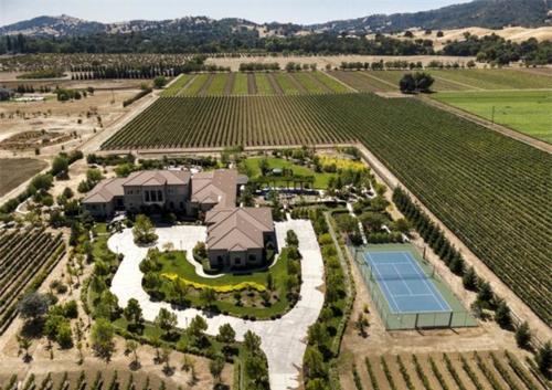 Exquisite Vineyard Estate in California
