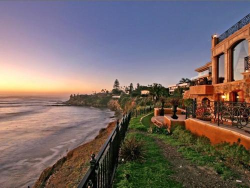 $16.9 Million Italian Oceanfront Mansion in California 10