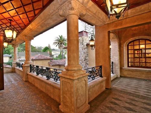 $16.9 Million Italian Oceanfront Mansion in California 12