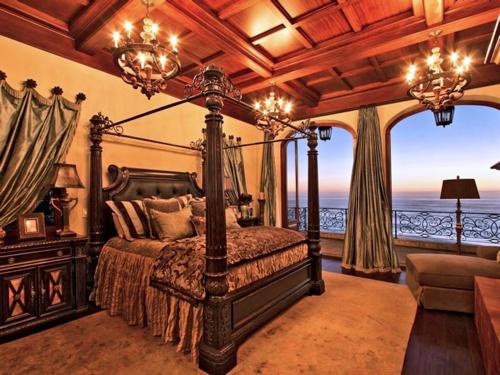 $16.9 Million Italian Oceanfront Mansion in California 6