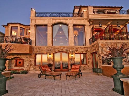 $16.9 Million Italian Oceanfront Mansion in California 9