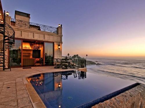 $16.9 Million Italian Oceanfront Mansion in California