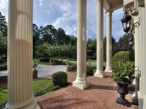 $2.7 Million Entertainer's Mansion in Alpharetta Georgia 2