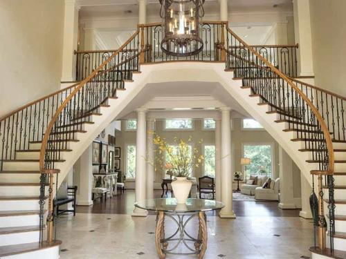 $2.7 Million Entertainer's Mansion in Alpharetta Georgia 3