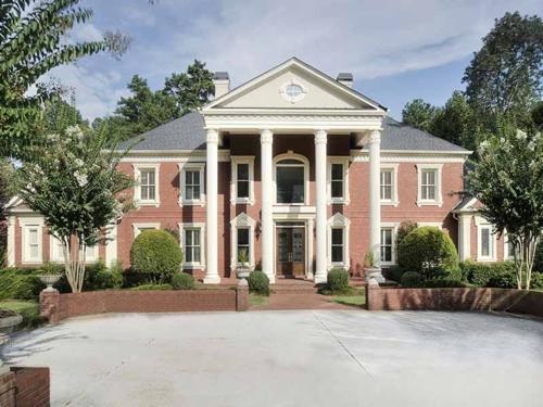 $2.7 Million Entertainer's Mansion in Alpharetta Georgia