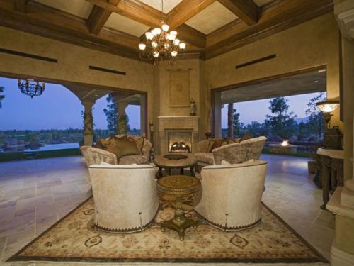 $7.9 Million Elegant Tuscan Estate in California 4