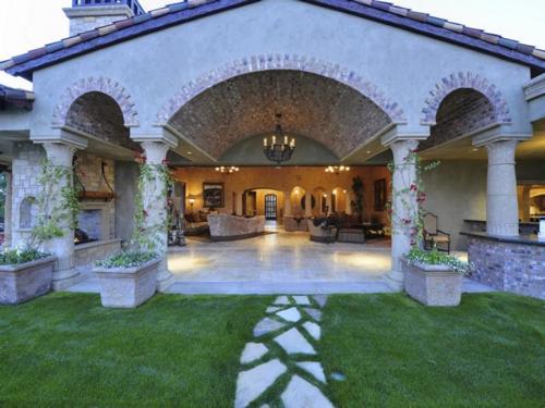 $7.9 Million Elegant Tuscan Estate in California 8