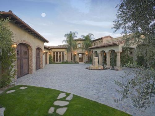 $7.9 Million Elegant Tuscan Estate in California 9