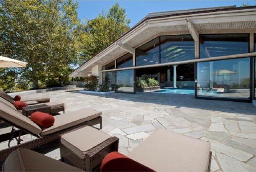 $8.8 Million Gorgeous Modern Ranch in California 16