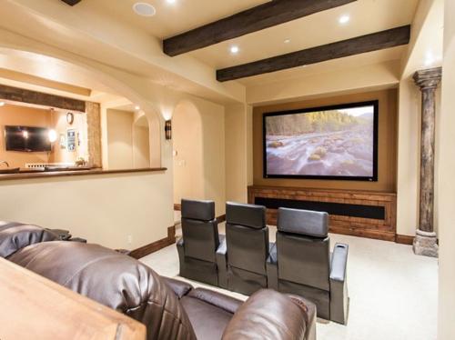 $5.5 Million Tuscan Villa in Colorado 14
