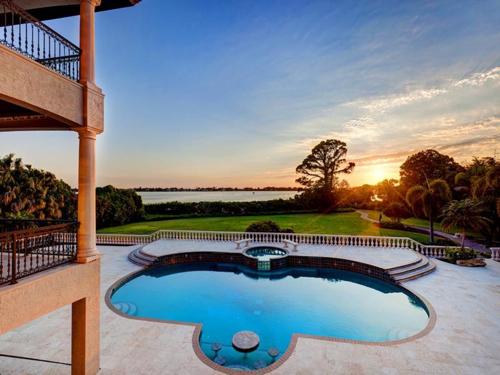 $7.9 Million Gated Waterfront Mansion in Sarasota Florida 15