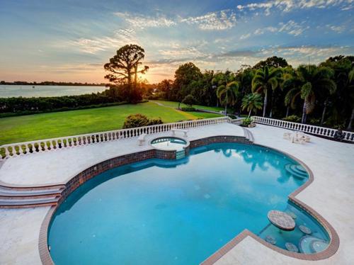 $7.9 Million Gated Waterfront Mansion in Sarasota Florida 16