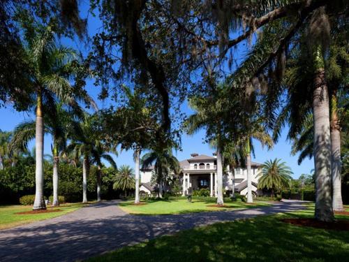 $7.9 Million Gated Waterfront Mansion in Sarasota Florida 18