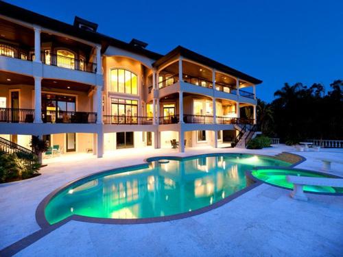 $7.9 Million Gated Waterfront Mansion in Sarasota Florida 2