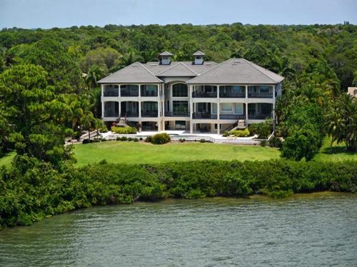 $7.9 Million Gated Waterfront Mansion in Sarasota Florida 3