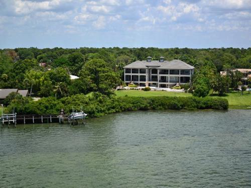 $7.9 Million Gated Waterfront Mansion in Sarasota Florida 4
