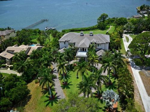 $7.9 Million Gated Waterfront Mansion in Sarasota Florida 6
