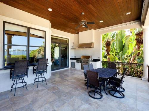 $7.9 Million Gated Waterfront Mansion in Sarasota Florida 7