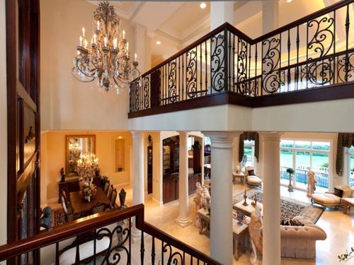 $7.9 Million Gated Waterfront Mansion in Sarasota Florida 9