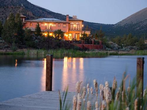 $2.9 Million Renaissance Inspired Villa in Oregon 20