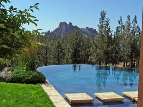 $2.9 Million Renaissance Inspired Villa in Oregon 3