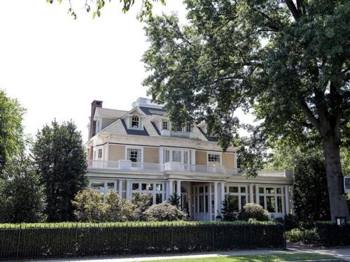 $3.2 Million Restored Victorian Mansion in Easton Maryland