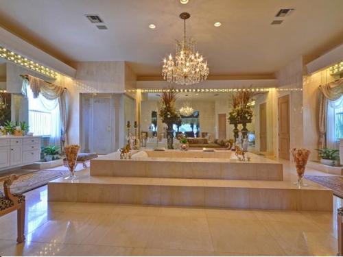 $13.4 Million Gated Elegant Estate in Delray Beach Florida 9