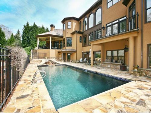 $2.5 Million Gated Riverfront European Style Estate in Georgia 13