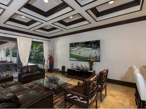 $5.4 Million Elegant Mansion in Pinecrest Florida 10