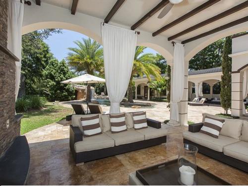 $5.4 Million Elegant Mansion in Pinecrest Florida 11