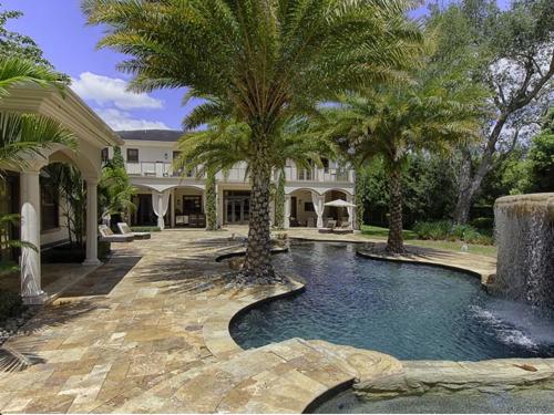 $5.4 Million Elegant Mansion in Pinecrest Florida 15