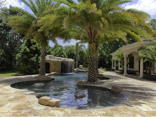 $5.4 Million Elegant Mansion in Pinecrest Florida 16