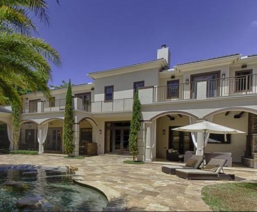 $5.4 Million Elegant Mansion in Pinecrest Florida 8