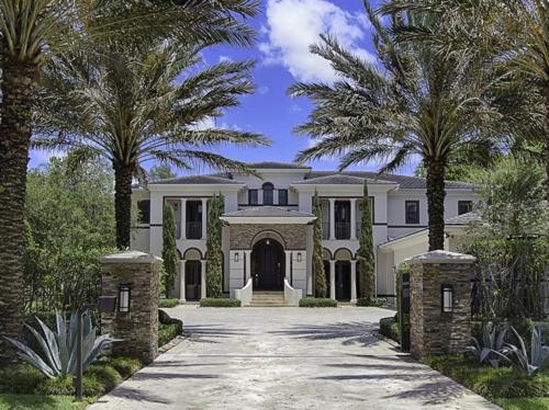 $5.4 Million Elegant Mansion in Pinecrest Florida