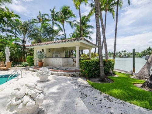 $6.3 Million Mediterranean Waterfront Estate in Miami Beach Florida 10